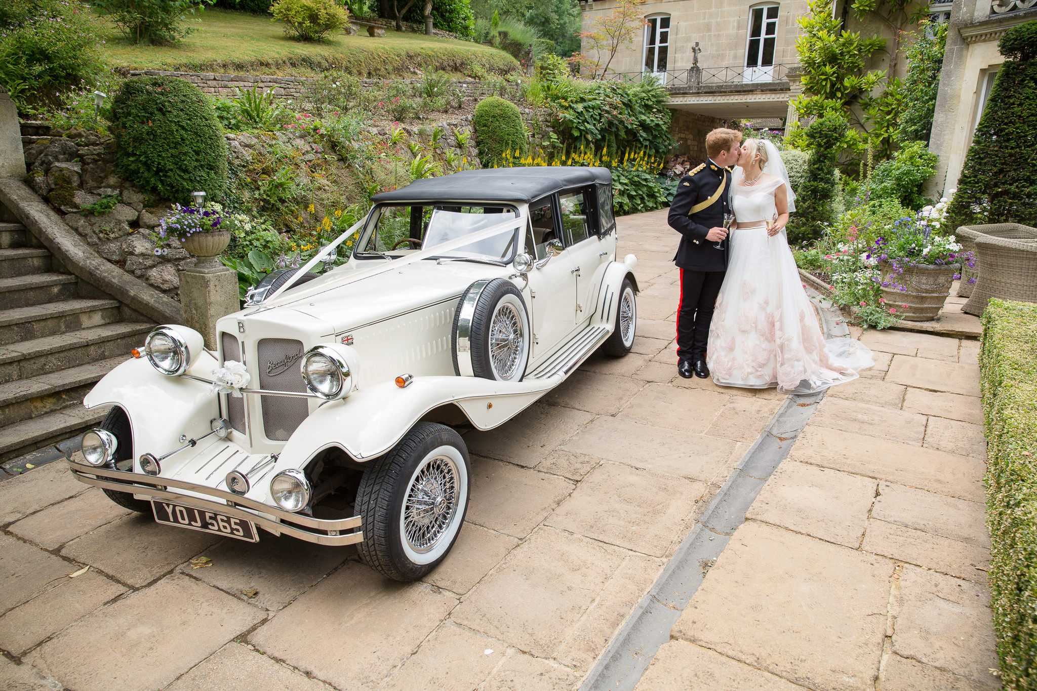Elegant-Relaxed-Country-House—Vintage-Wedding-Photography