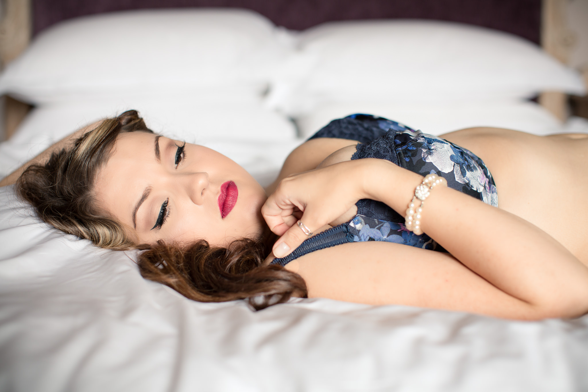 Feminine-Boudoir-Photo-shoot-Not-Glamour