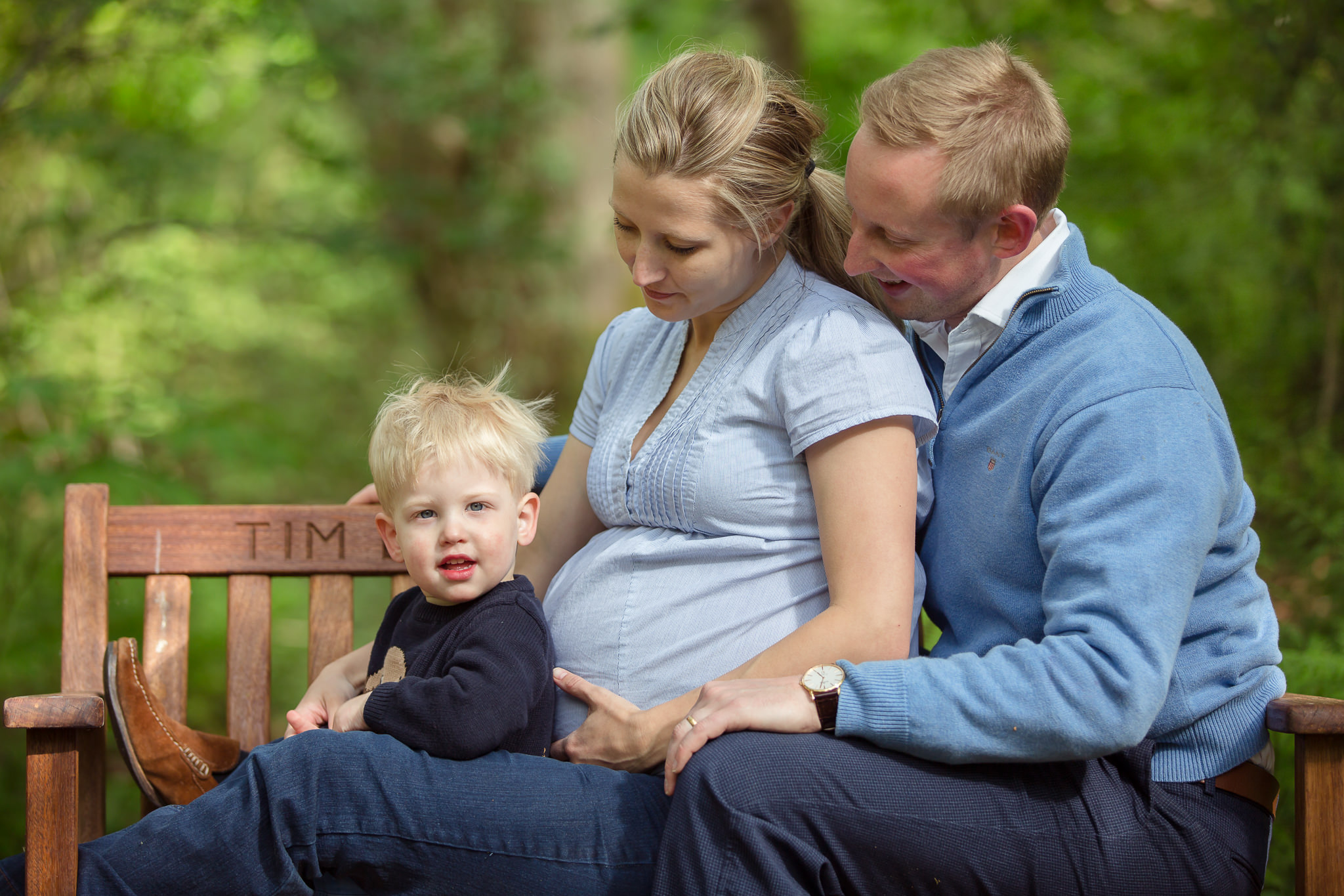 Children-Maternity-Shoot-With-Older-Brother-Berkshire