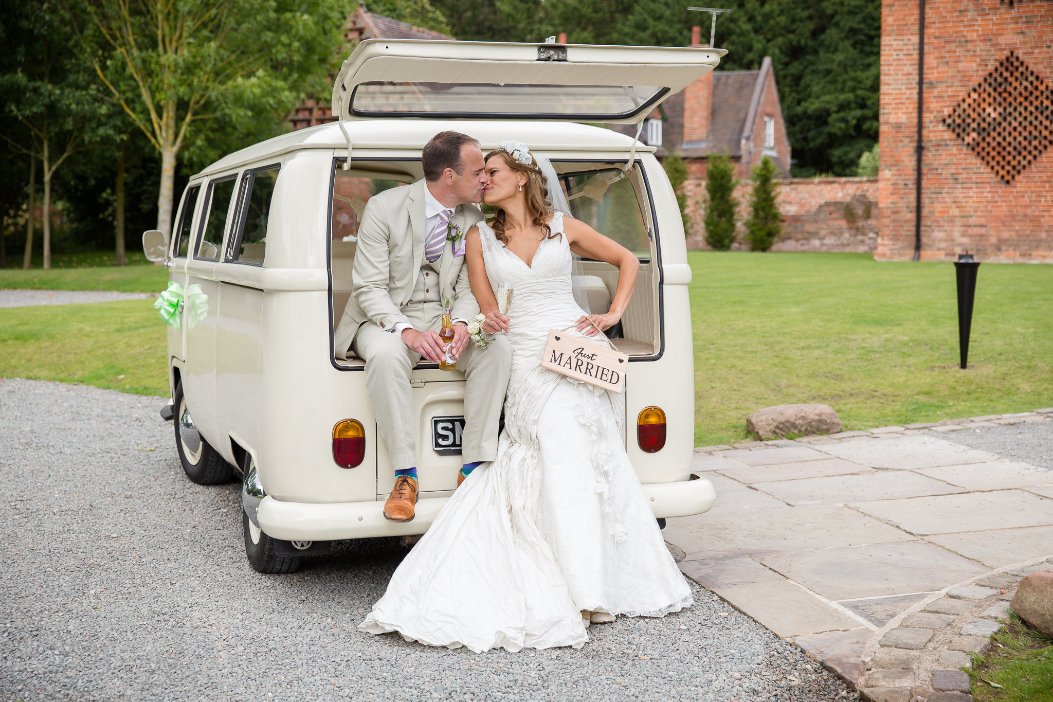 Fun-Relaxed-Wedding-Photography-With-A-Camper-Van