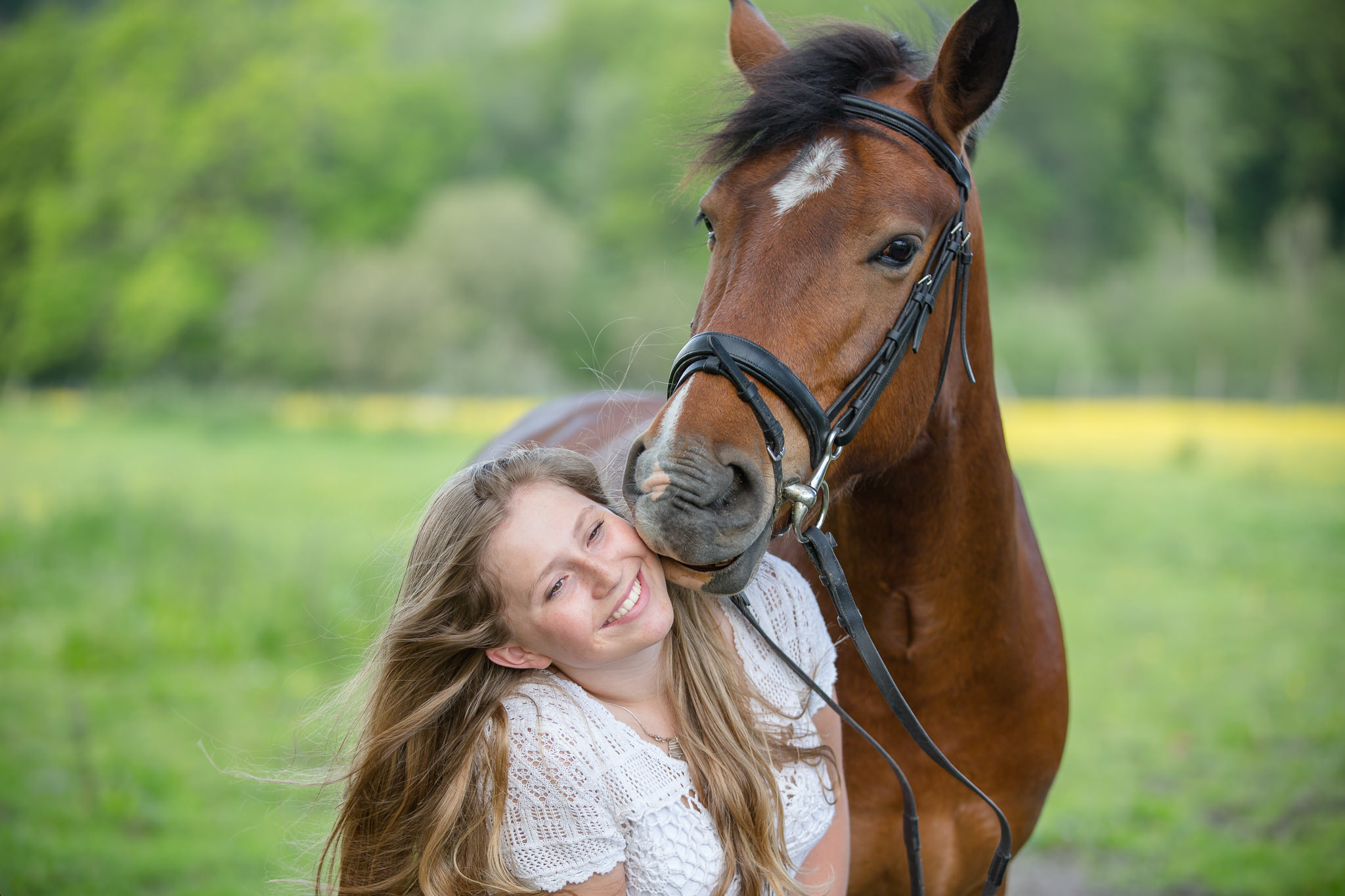 Friendly-Pony-Tender-Equine-Photography-Moment