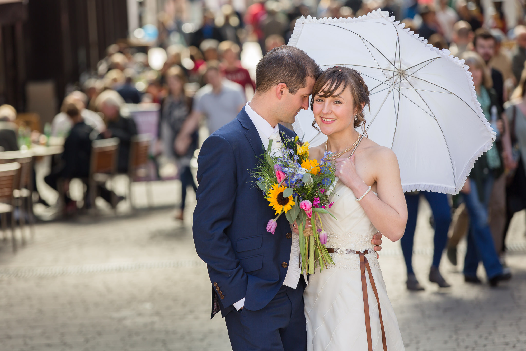 Relaxed-Vintage-Wedding-Photography-In-Berkshire-Fun-Informal