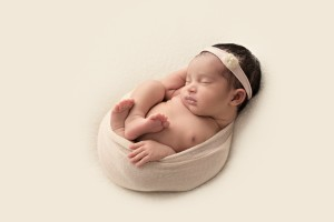 natural simple newborn baby photography pose
