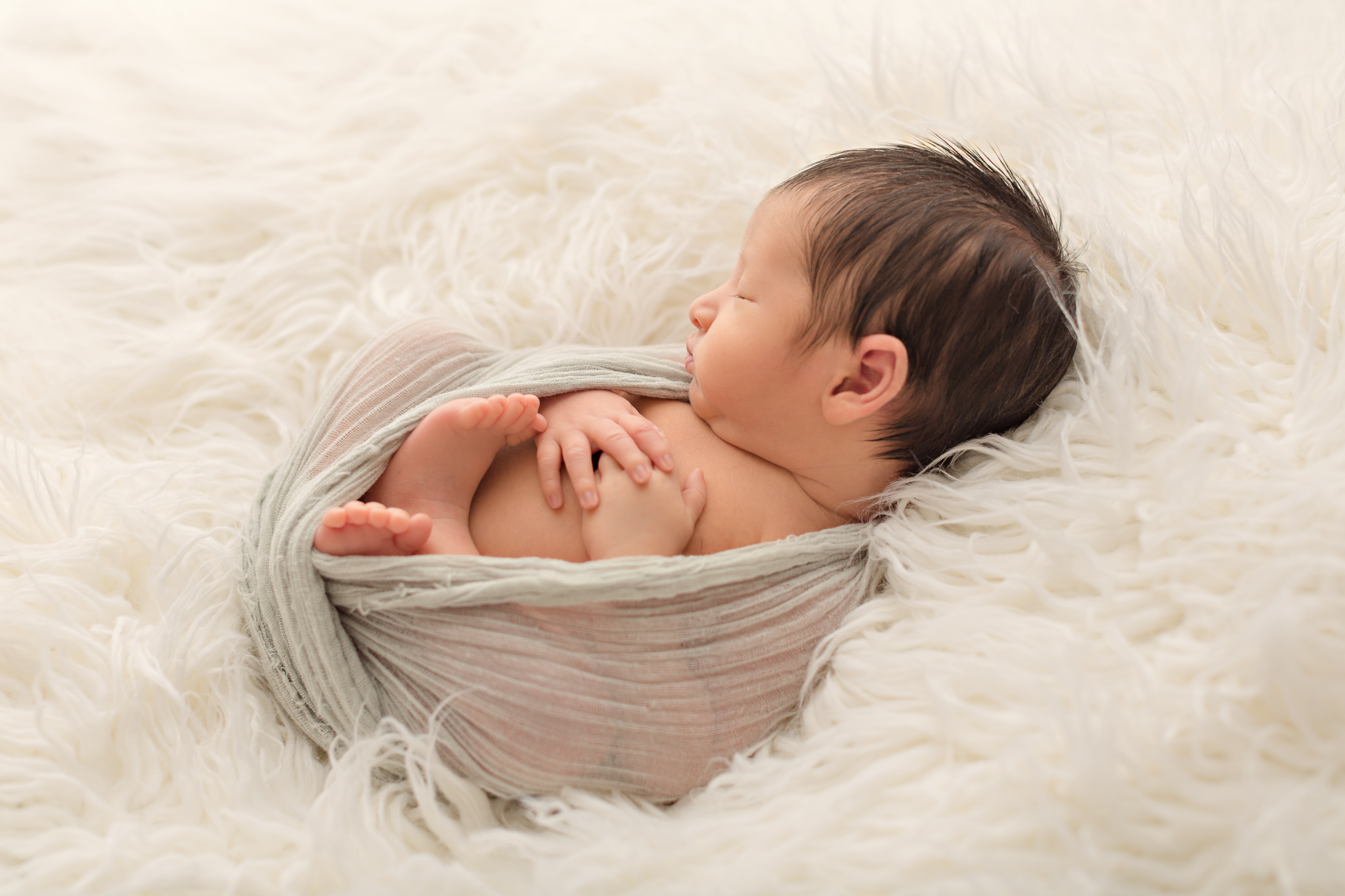 simple and natural newborn baby photography at a professional newborn studio hampshire