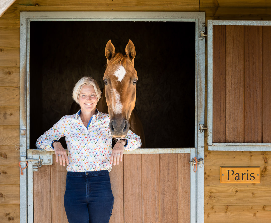 woman-and-horse-leaning-against-stable-door
